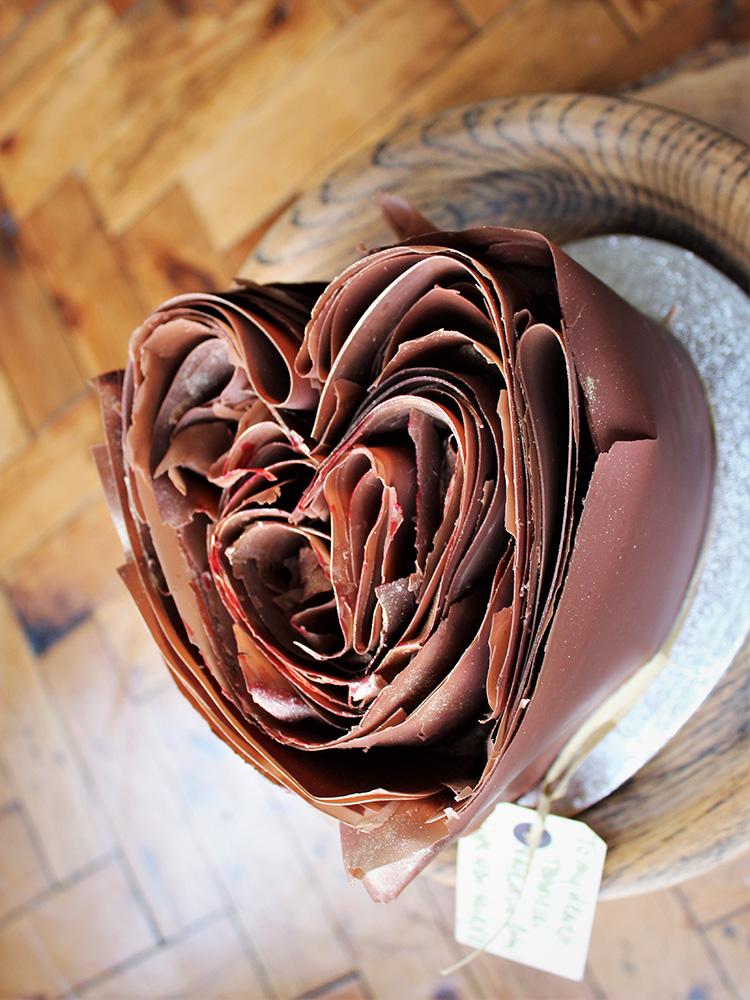 Milk choocolate pleated heart cake